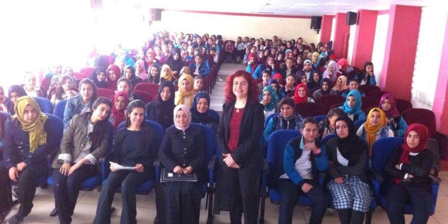 Harran Üniveristesi okullarda seminer düzenliyor