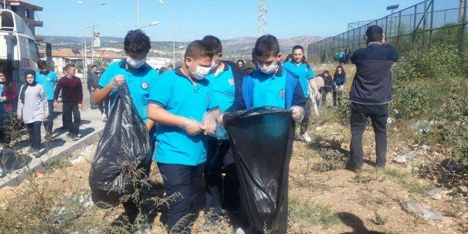 Öğrenciler çevre temizliği yaptı