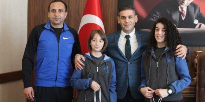 İl Milli Eğitim Müdürü Murat Aşım başarılı öğrencileri makamında ağırladı