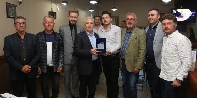 Balkan Mahallesi esnafından Bozbey'e teşekkür plaketi