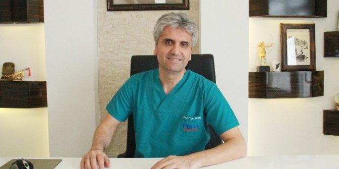 """Dr. Akbaş: """"Aşırı göğüs büyüklüğü ciddi bir sağlık sorunudur"""""""