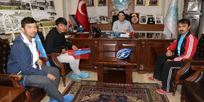 Doğu Türkistan için Adana'dan Ankara'ya pedal çeviriyorlar
