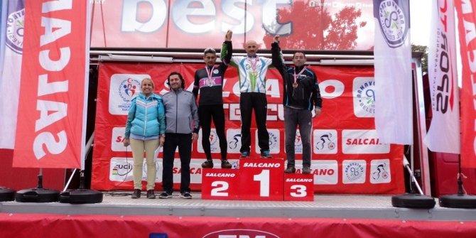 İzmitli Bisikletçi İstanbul'dan altın madalyayla döndü