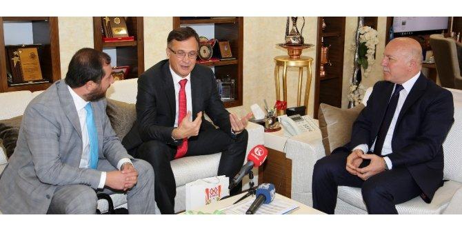 Belarus Ankara Büyükelçisi Savinykh Başkan Sekmen'i ziyaret etti