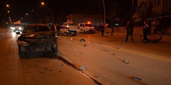 Karaman'da iki otomobil çarpıştı: 2 yaralı