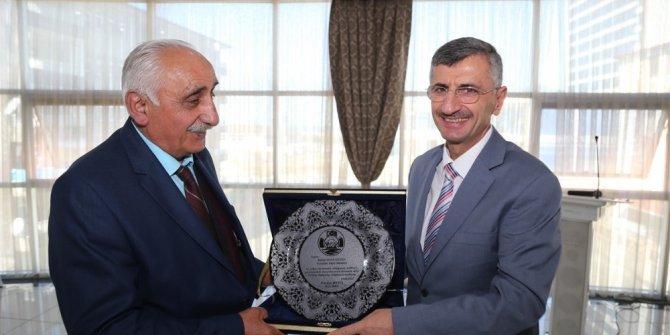 46 yıllık muhtar plaketle onurlandırıldı