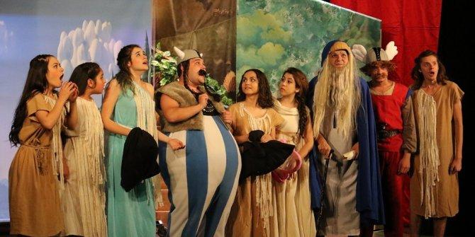 Minikler Asteriks ve Oburiks oyunuyla eğlendi