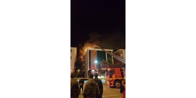 Erzincan da çıkan yangına itfaiye araçları yetersiz kaldı