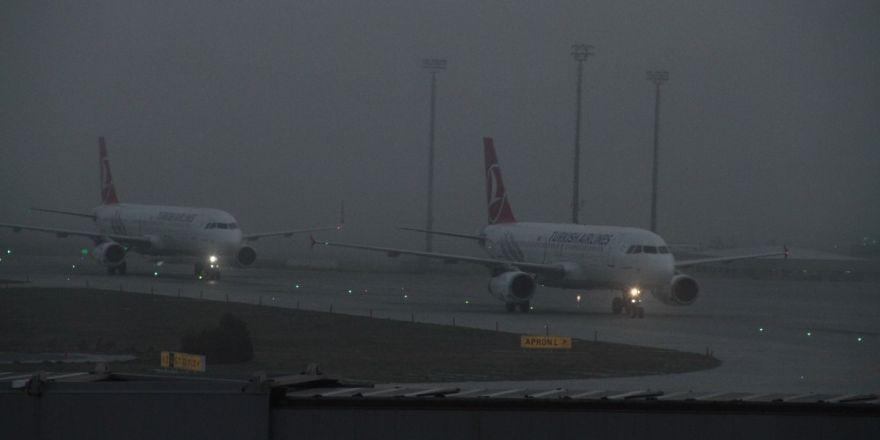 Hava ulaşımında yoğun sis olumsuz etkisi sürüyor