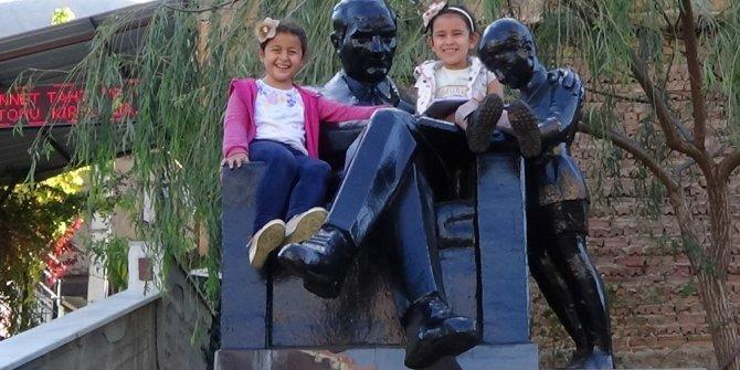 Konak Belediyesi'nden Demirciköy'e Atatürk heykeli