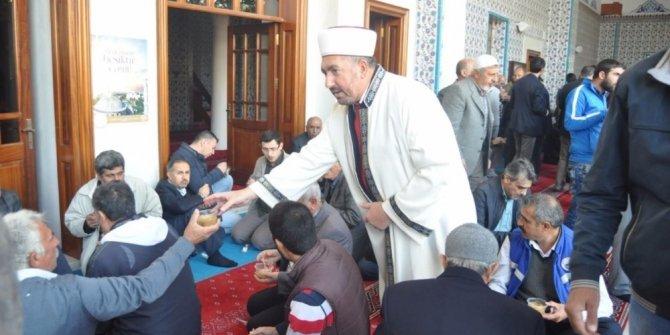 Iğdır Ulu Camii'nde Aşura ikramı