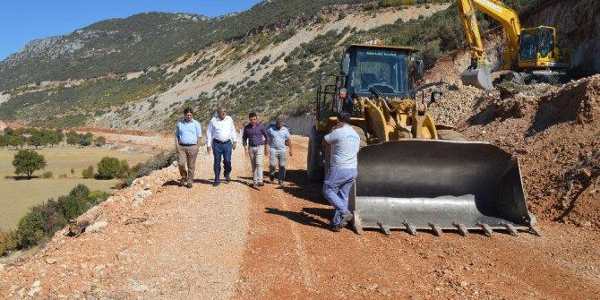 Kaş Bezirgan-Kalkan yolu asfalta hazırlanıyor