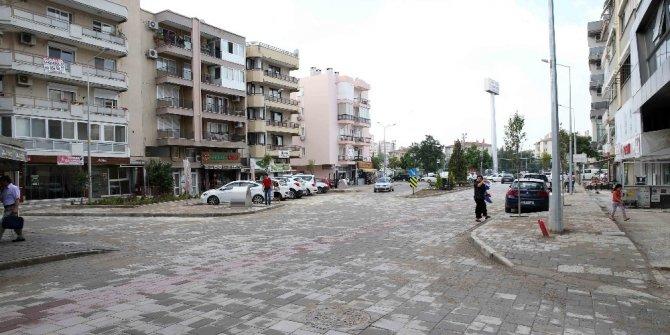 Karşıyaka sokakları adım adım yenileniyor