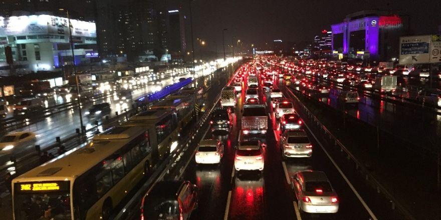 Türkiye yılda 34 saatini trafikte geçiriyor