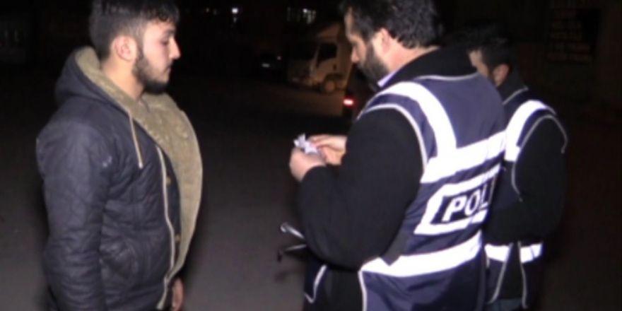 Suriye ve Afgan uyrukluların oturduğu mahalleye bin polisle operasyon
