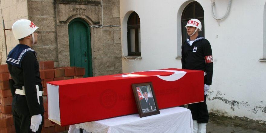 Trafik kazasında hayatını kaybeden Kıbrıs gazisi askeri törenle toprağa verildi