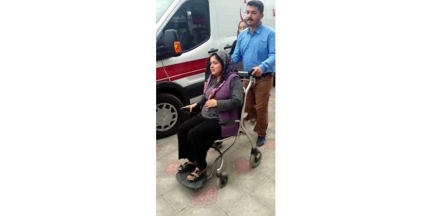 Depremde yaralananlar hastanelere kaldırılıyor