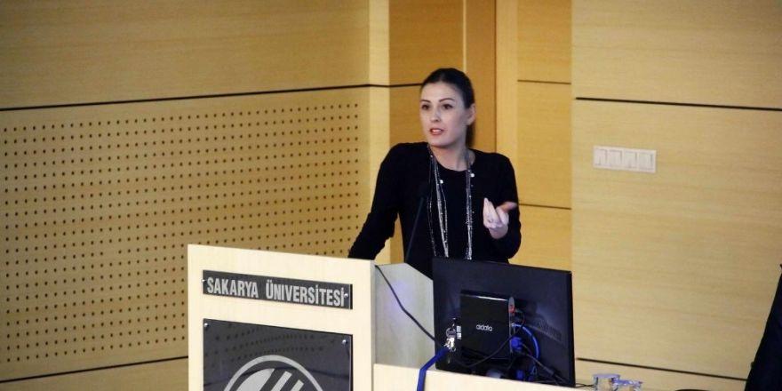 'Engelsiz İletişim' başlıklı eğitim SAÜ Kongre Merkezinde gerçekleştirildi