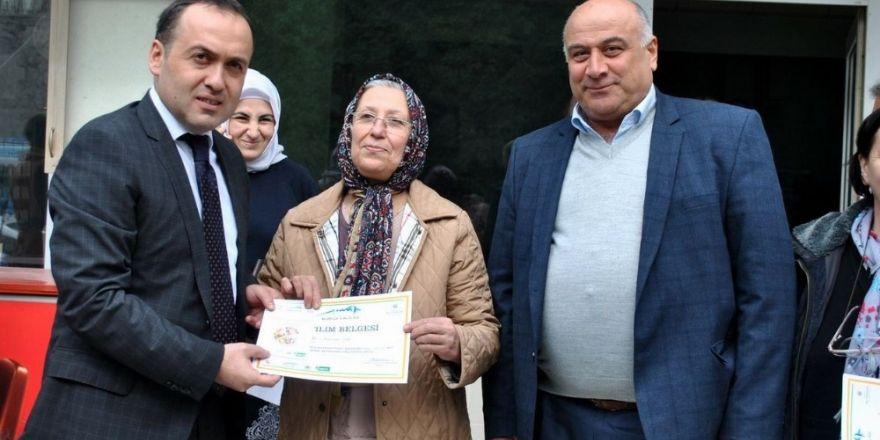 Kadın çiftçilerin sertifika sevinci