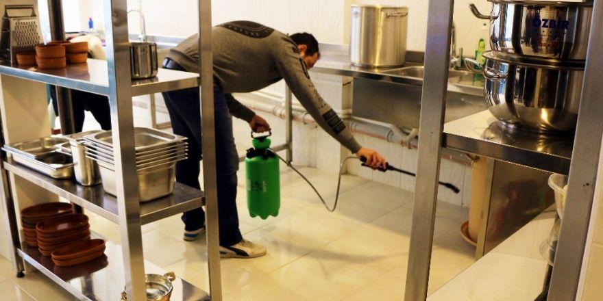Edremit'teki gıda firmaları her ay ilaçlanacak