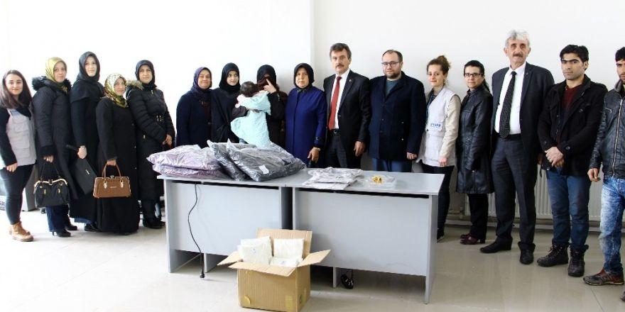 AK Partili hanımlardan Suriyeli mültecilere yardım