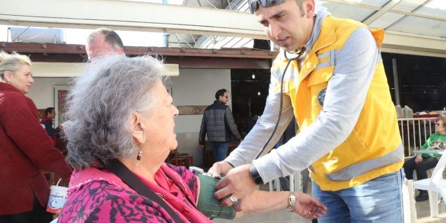 Bodrum'da vatandaşların şeker ve tansiyonu ölçüldü
