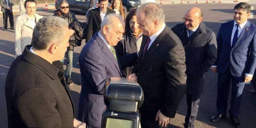 Bakan Özlü, Altınova'da karşılandı