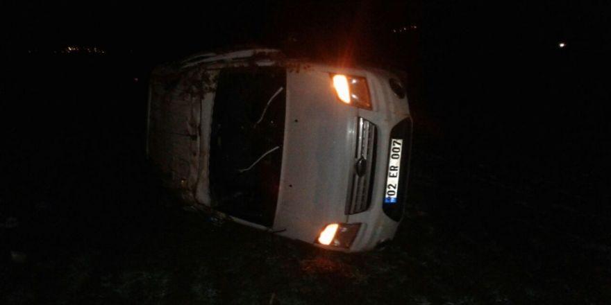 Gölbaşında hafif ticari araç takla attı: 3 yaralı