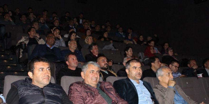 AK Parti Manavgat ilçe teşkilatı 'Reis'i izledi