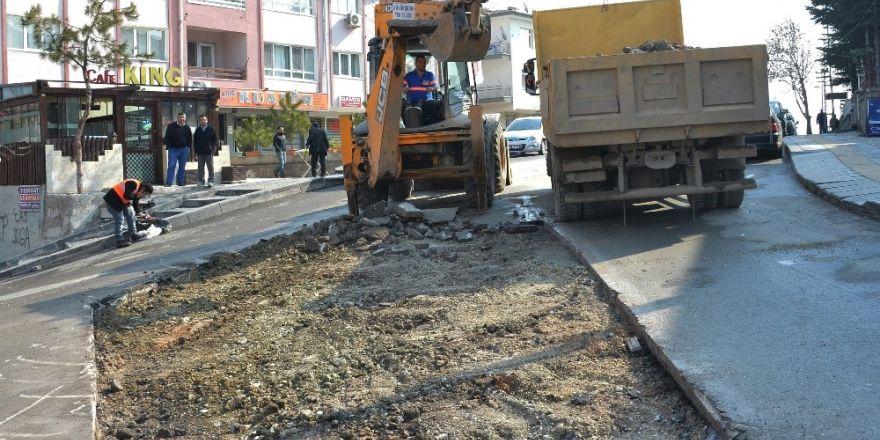 Büyükşehir'den yıpranan ve bozulan asfalta bakım