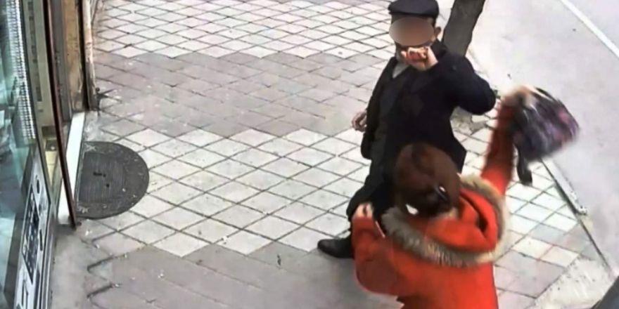 Tacizciyi çocuğunun beslenme çantasıyla kovaladı