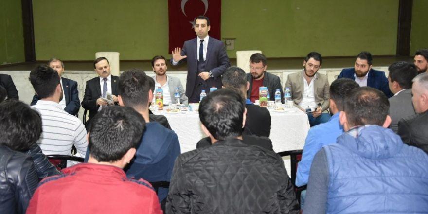 'Genç Kürsü'de yeni anayasayı anlattılar
