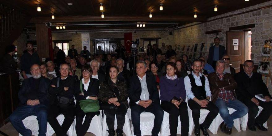 Kuşadası'nda Giritliler Konferansı ve fotoğraf sergisi düzenlendi