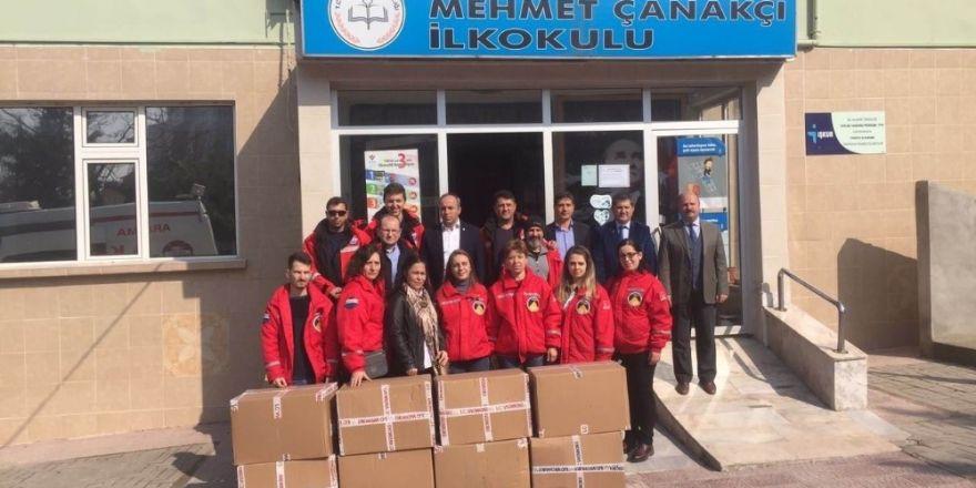 Gönen'de 400 öğrenciye yardım