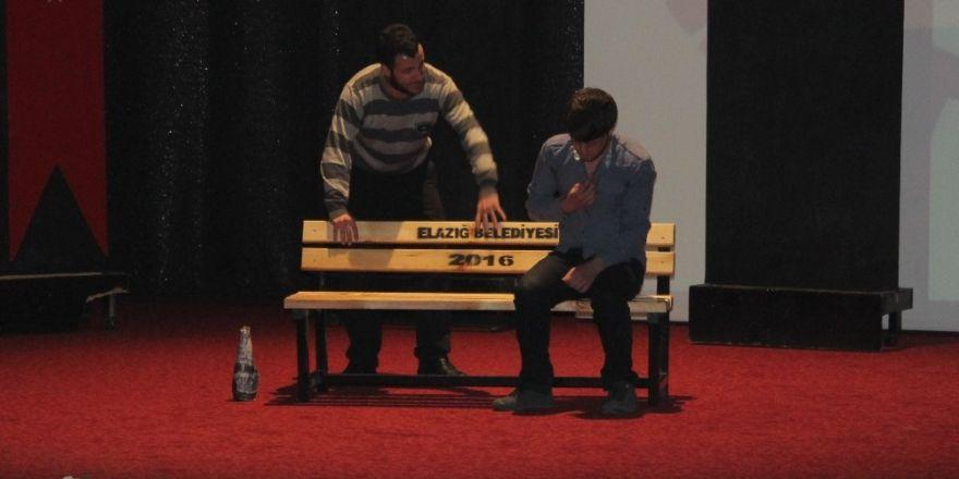 Elazığ'da madde bağımlılığı tiyatroyla anlatıldı