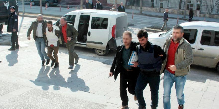Otogardaki 'Kan davası' cinayetinin zanlıları adliyeye çıkarıldı