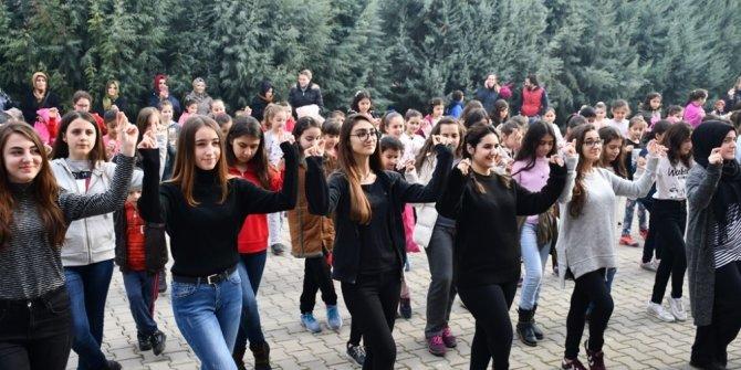 Bu ilçede gençler halk danslarını öğreniyor