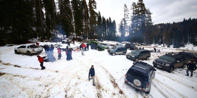 Öğrenciler kar safarisi yaptı
