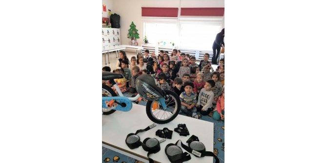 Anaokulu öğrencileri için bisiklet kullanımı eğitimi
