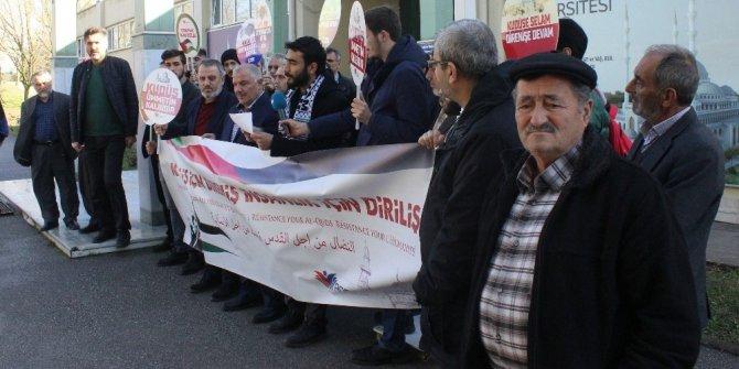 Üniversitede düzenlenen Kudüs eylemine öğrenciler ilgi göstermeyince yaşlılar katıldı
