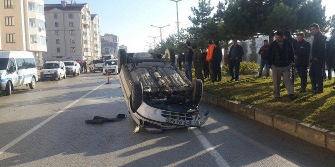Otomobil ile kamyonet çarpıştı; 1 yaralı