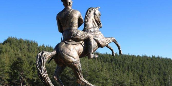 Mezitli'nin zirvesine Atatürk anıtı