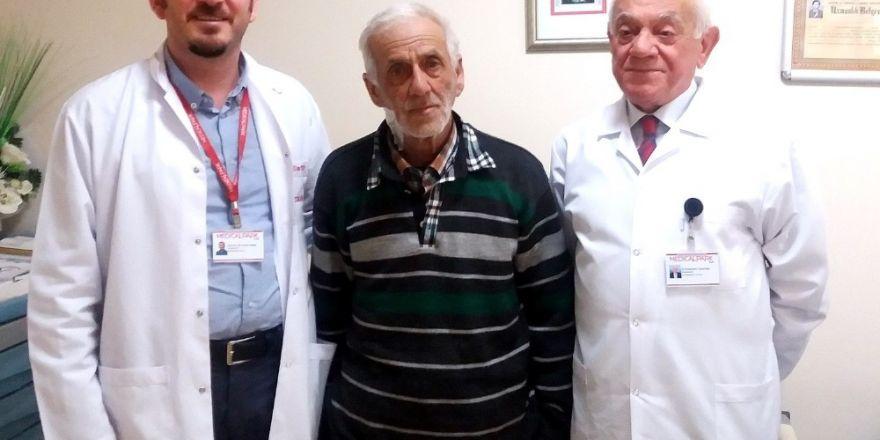 Uşak'ta bir hastanın böbrek damarına stent takıldı
