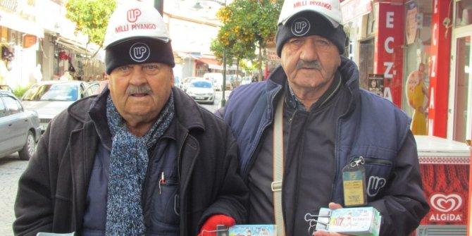 Çeşmeli kardeşler 49 yıldır şans dağıtıyor