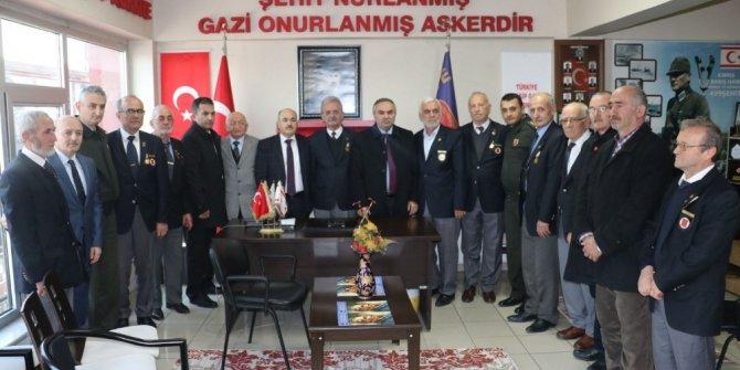 Vali Dağlı ve Başkan Ay, Gazileri ziyaret etti