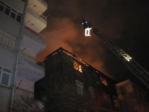 Pendik'te Yangın Yürekleri Ağza Getirdi