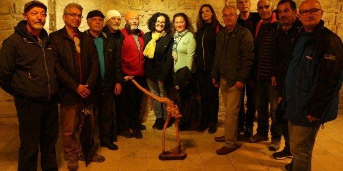 Kuşadası'nda 'Köklerin Dili' heykel sergisi açıldı