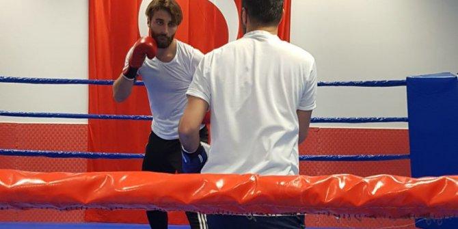 Elazığsporlu Alpaslan ile milli boksör Yakup Kılıç, ringde karşılaştı