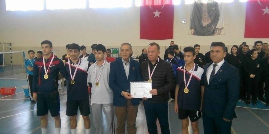 Badminton grup müsabakaları sona erdi