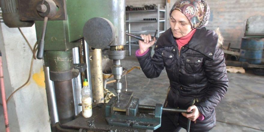 Fethiye Usta elinin hamuruyla 9 yıldır kamyon tamir ediyor